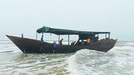 Video: Bí ẩn 'con tàu ma' dài 18m, trên thân có chữ Trung Quốc được phát hiện ở bờ biển Quảng Trị
