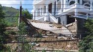 Video: Sạt lở ở biệt thự dự án nằm trên đồi núi Hòn Rớ, thành phố Nha Trang
