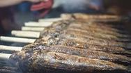 Góc nhìn trưa nay | Thâu đêm nướng cá lóc bán ngày vía Thần Tài