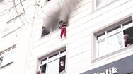 Video: Nghẹt thở hình ảnh thả 4 người con từ tầng 3 để thoát đám cháy