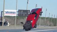 Video: Ôtô 'bay như chim' tại một cuộc đua ở Mỹ