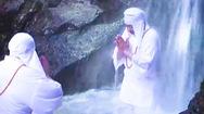 Video: Độc đáo 'thiền định' dưới thác nước lạnh ở Nhật Bản