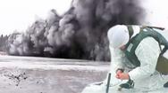 Video: Khoảnh khắc lính đặc công Nga dùng 200kg thuốc nổ phá băng trên dòng sông