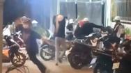 Video: Hỗn loạn nhóm học sinh, thanh thiếu niên đánh nhau tại quán ăn