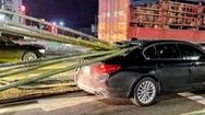 Video: Hãi hùng cảnh hàng chục cây tre xuyên thủng ô tô