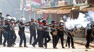 Video: Hơn 600 cảnh sát Myanmar xuống đường tham gia biểu tình với người dân