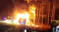 Video: Xe khách giường nằm bốc cháy ngùn ngụt trong đêm