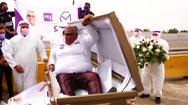 Video: Vì sao một ứng cử viên ở Mexico vận động tranh cử bằng quan tài?