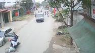 Video: Lại bất cẩn mở cửa ô tô gây tai nạn cho học sinh, suýt xảy ra 'tai nạn kép'