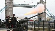 Video: Quân đội Anh bắn 41 loạt đại bác để tưởng nhớ Hoàng thân Philip