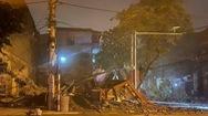 Video: Khoảnh khắc ngôi nhà 3 tầng đổ sập trong đêm ở Lào Cai