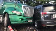 Video: Xe container tông nát taxi công nghệ trên cầu Tân Thuận 2