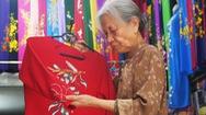 Góc nhìn trưa nay | Cụ bà hơn 70 năm may áo dài trên phố cổ Hà Nội