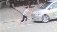 Video: Lên án hành vi mua bia không trả tiền, còn lái ô tô ủi thiếu nữ khi bị ngăn cản