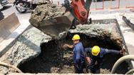 Video: Hố sụt có thể 'nuốt chửng' xe máy trên đường Huỳnh Tấn Phát