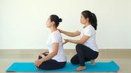 Video: Bài tập yoga phục hồi giúp hạn chế rối loạn lo âu
