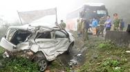 Video: Xe con và xe khách tông nhau trên quốc lộ, 2 quân nhân tử vong