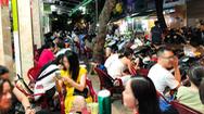 Video: Nhiều nơi ở TP.HCM vẫn tụ tập đông người, không đeo khẩu trang nơi công cộng