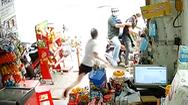Video: Cảnh giác với hai người đàn ông giả vờ mua rồi ôm bia tẩu thoát