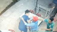 Video: Đang nhậu sương sương, bất ngờ đứng dậy lấy dao đâm chết người
