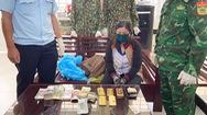 Video: Tạm giữ người phụ nữ đi xe máy, nghi chở 5kg vàng lậu