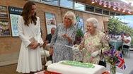 Video: Khoảnh khắc nữ hoàng Anh cắt bánh kem bằng kiếm thu hút triệu lượt view