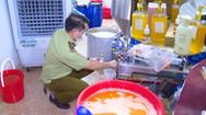 Video: Cận cảnh 'sản xuất' nước hoa hàng hiệu... bằng xô, chậu ở Hà Nội