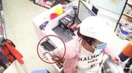 Video: Chiêu trò 'cong tay' trộm tiền tại cửa hàng ở TP.HCM
