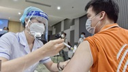 Video: TP.HCM bắt đầu đợt tiêm vắc xin lớn nhất từ đầu mùa dịch, công nhân ưu tiên tiêm trước