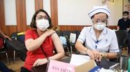 Video: Khoảng 8.000 công nhân được tiêm vắc xin COVID-19 trong ngày chủ nhật