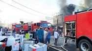 Video: Cháy lớn ở trung tâm điện máy, người dân giúp đưa hàng hóa ra ngoài