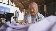 Góc nhìn trưa nay | Chuyện về cụ bà 80 tuổi miệt mài may chăn tặng người nghèo