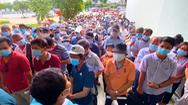 Video: Dòng người xếp hàng đợi tới lượt tiêm vắc xin ngừa COVID-19 tại Nhà thi đấu Phú Thọ