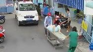 Video: Công an phường khẩn cấp đưa sản phụ mang song thai đến bệnh viện sinh