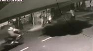 Video: Trộm chó xịt hơi cay, giành giật chó với chủ nhà ở Hóc Môn