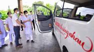 Video: Tuổi Trẻ và 'Sài Gòn thương nhau' trao xe cứu thương cho Bệnh viện Thống Nhất