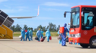 Video: Máy bay đưa 240 người dân Huế từ TP.HCM về quê tránh dịch