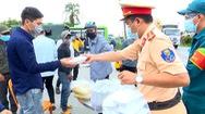 Video: Bộ tư lệnh TP.HCM phối hợp công an đưa hơn 300 người và xe máy về miền Tây