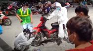 Video: Thức trắng đêm sửa xe giúp bà con từ TP. HCM về quê