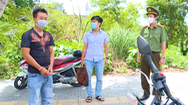 Video: Ném ma túy vào xe cảnh sát để phi tang