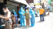 Video: Đội tiêm vắc xin lưu động đến khu phong tỏa tiêm cho người dân