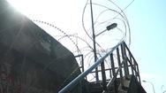 Video: 'Triệu tập' những người vượt rào thép gai ra khỏi khu cách ly