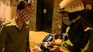 Video: Tổ công tác 363 Thủ Đức 'hộ tống' thanh niên có người thân vừa qua đời về tận nhà