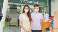 Video: Chiều 17-9, Công Vinh - Thủy Tiên tung sao kê trực tiếp tại một chi nhánh Vietcombank