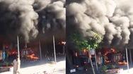 Video: Khói đen cuồn cuộn từ đám cháy thiêu rụi tài sản của 2 hộ kinh doanh ở Hải Dương