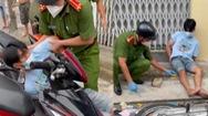 Video: Bắt nóng thanh niên giấu ma túy trong người, rút dao đâm công an