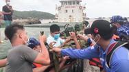 Video: Vượt bão số 6, cảnh sát biển cấp cứu thuyền viên trên biển