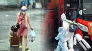 Video: Hơn 100 thai phụ lên xe về quê tránh dịch trong cơn mưa tầm tã