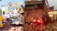 Video: Xe ben chở đất lật, đè chết 1 người trong ô tô con