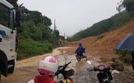 Cận cảnh tỉnh lộ bị đất vùi, nước cuốn trong mưa lũ miền Bắc